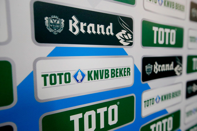 TOTO KNVB Beker, beker, trofee, trophy NETHERLANDS, BELGIUM, LUXEMBURG ONLY COPYRIGHT BSR/SOCCRATES