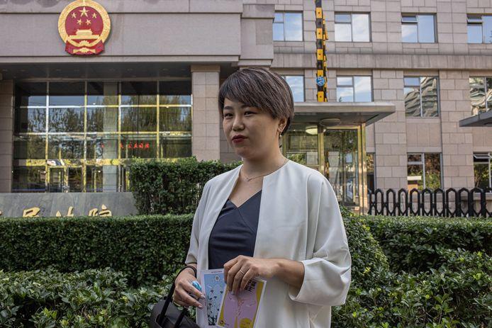 Teresa Xu voor de rechtbank in Peking.