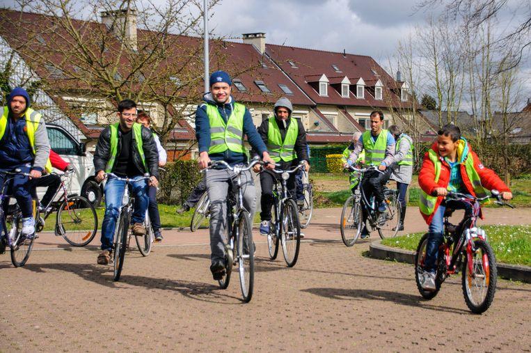 De meeste asielzoekers genieten zichtbaar van hun eerste fietstochtje op Haachtse bodem.
