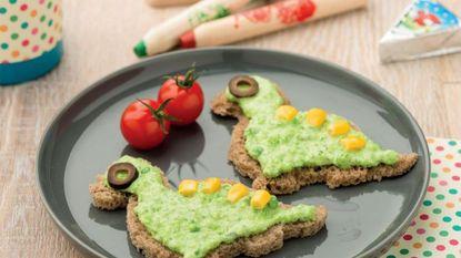 Koken met 'La Vache qui rit': een boterham in de vorm van een dinosaurus