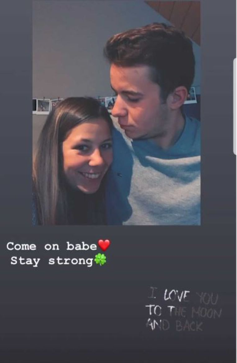 Zijn vriendin Shari Bossuyt, zelf wielrenster, steekt Thijssen op de sociale media een hart onder de riem.