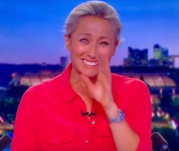Anne-Sophie Lapix est partie dans un incontrôlable fou rire après un gros souci de caméra durant le journal de 20h sur France 2.