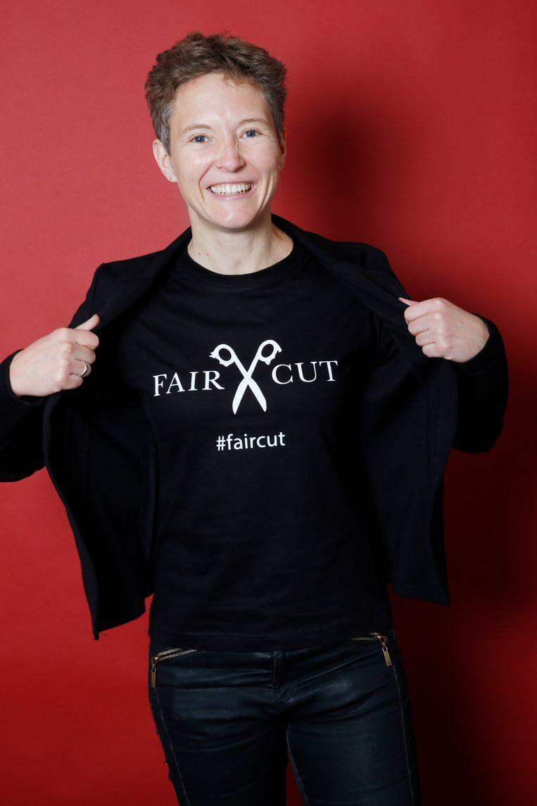 Journalist Mirjam Leunissen met haar #faircut t-shirt.  Beeld Io Cooman
