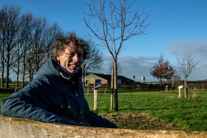 Michiel Bussink uit Lettele heeft het 'handboek buurdbongerds' geschreven. Een onmisbaar hulpmiddel voor iedereen die aan de slag wil met gemeenschappelijke boomgaarden, groot of klein.