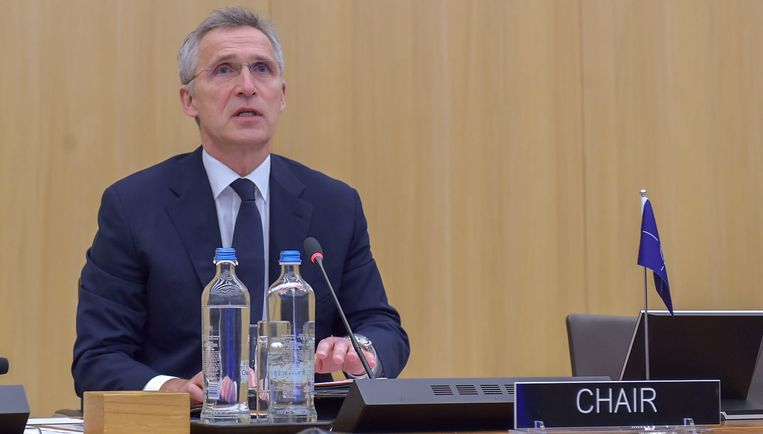 NAVO-baas Jens Stoltenberg ergert zich aan berichten dat het virus via NAVO-oefeningen verspreid wordt – berichten die uit de Russische koker zouden komen. Beeld Photo News
