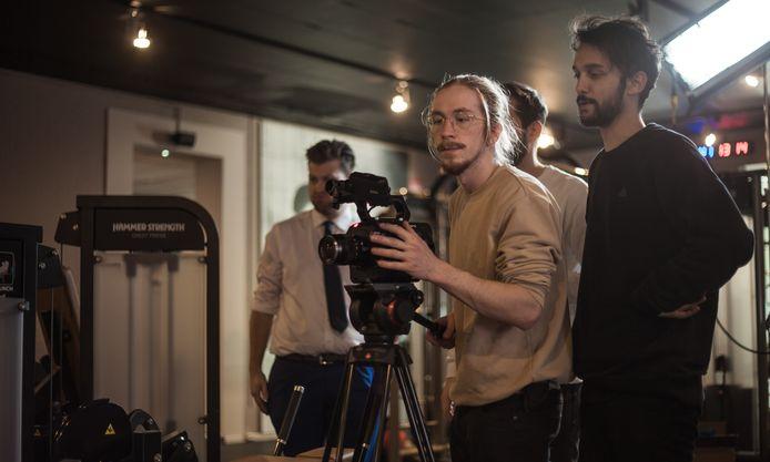 Aswin Baaijens (rechts) en Joey van Bree (achter de camera) van filmproductiebedrijf Second Sun.