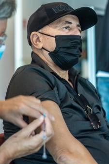 Door ruiken aan ui genezen van corona? In de Ulu moskee legt de GGD aan moslims uit dat dit niet kan