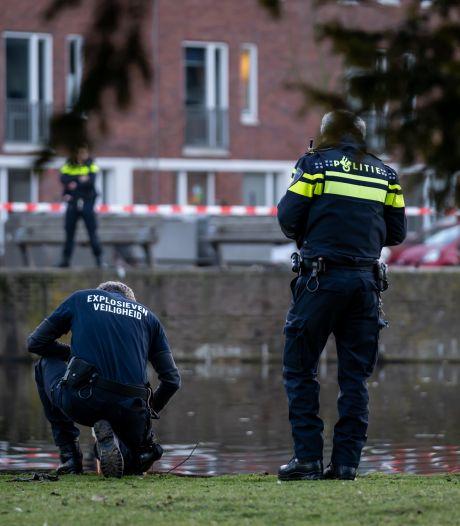 Magneetvisser hengelt explosief uit water bij Crooswijksebocht