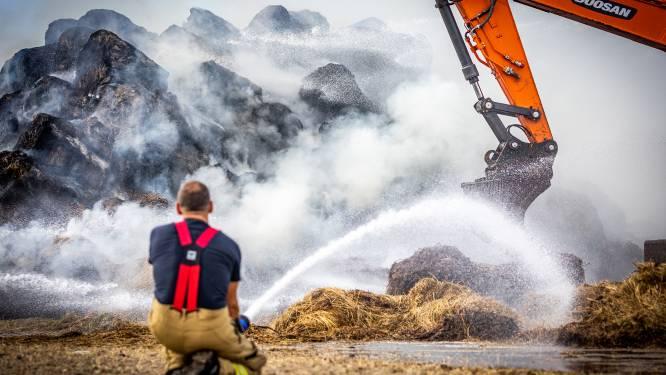 Brand in berg hooibalen in Goudswaard: brandweer waarschuwt voor overlast