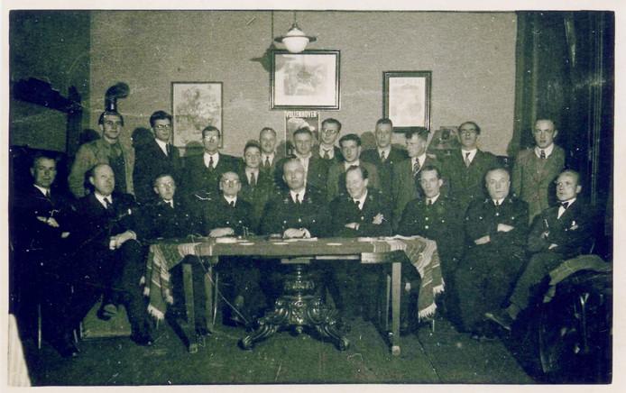 Mannen van de gemeentelijke vrijwillige brandweer in Uden, medio jaren vijftig.