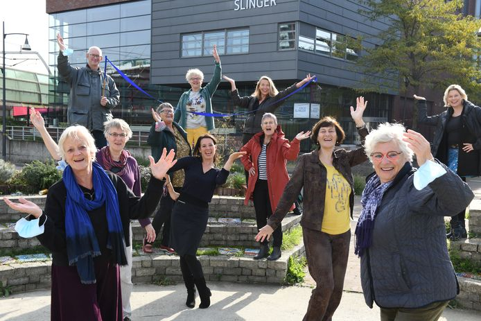 Enkele van de tachtig deelnemers aan danstheatervoorstelling De Vlinder in Houten.