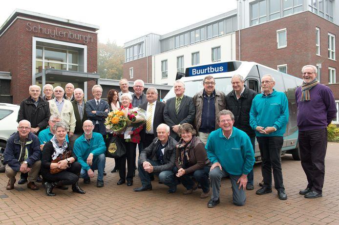 De vrijwilligers van de Huntenbus in 2013.