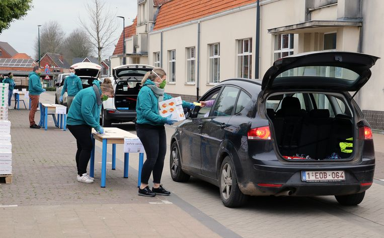 De Wafel-Drive-Thru in Vorselaar was een leuke en handige manier om op een veilige manier aan iedereen de wafels te verstrekken.