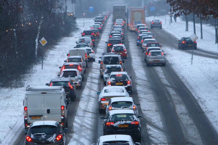 Files door sneeuw in Eindhoven op 22 januari