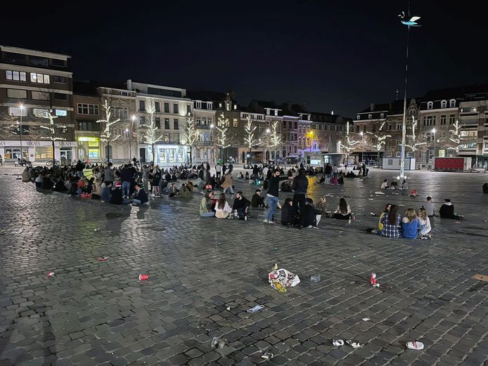 Meestal valt het allemaal nog wel mee met zwerfvuilnis na een gezellige avond op een plein maar soms loopt het toch al eens uit de hand.