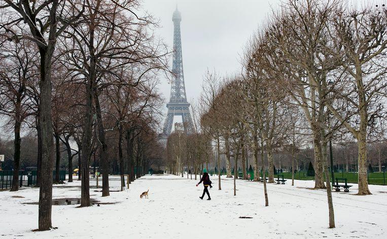 Sneeuwtapijt in Parijs.