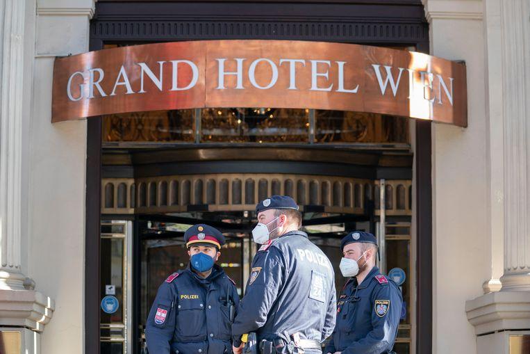 De onderhandelingen over een herleving van het Iran-akkoord spelen zich af in het Grand Hotel Wien in Wenen. Het is de vraag of een vermoedelijke aanval op een nucleaire installatie zondag in Iran invloed zal hebben op de onderhandelingen.  Beeld AP