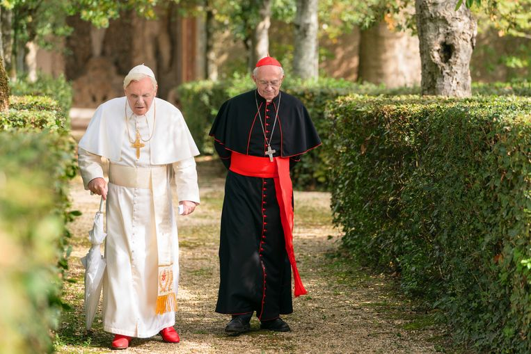 Anthony Hopkins en Jonathan Pryce in 'The Two Popes'. Beeld AP
