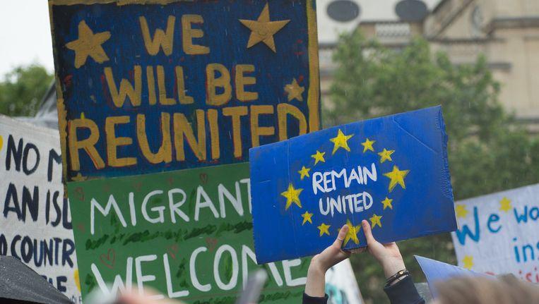 Het 'Remain'-kamp protesteert tegen de uitslag van het Brits referendum. Beeld Photo News