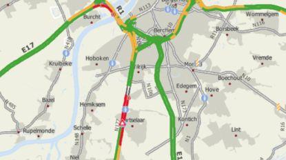 A12 richting Brussel weer vrij in Aartselaar na gaslek