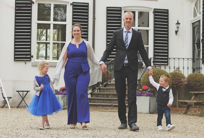 Familie Grootoonk. Vlnr: Esmee (4), Ilona (35), Casperd (38) en Hugo (2) Grootoonk