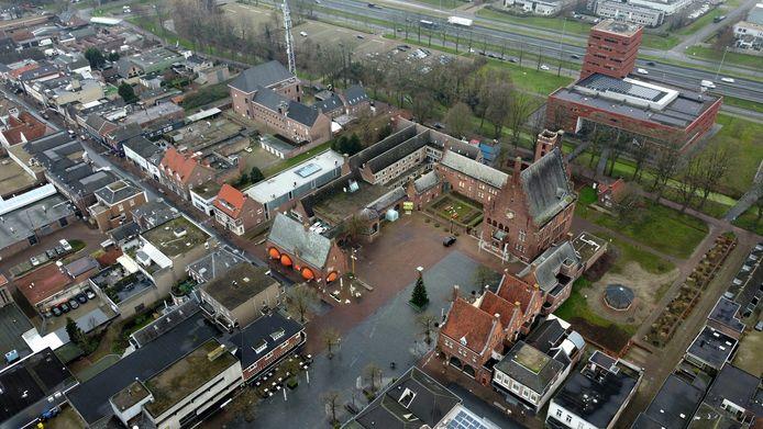 Het centrum van Waalwijk, met rechts het Raadhuisplein en rechtsonder de Markt. Het moeten twee aantrekkelijke,  levendige pleinen worden.