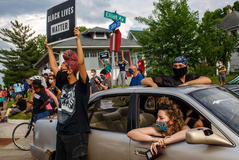 In Minneapolis protesteerden gisteren duizenden mensen tegen het politiegeweld. Beeld KEREM YUCEL/AFP