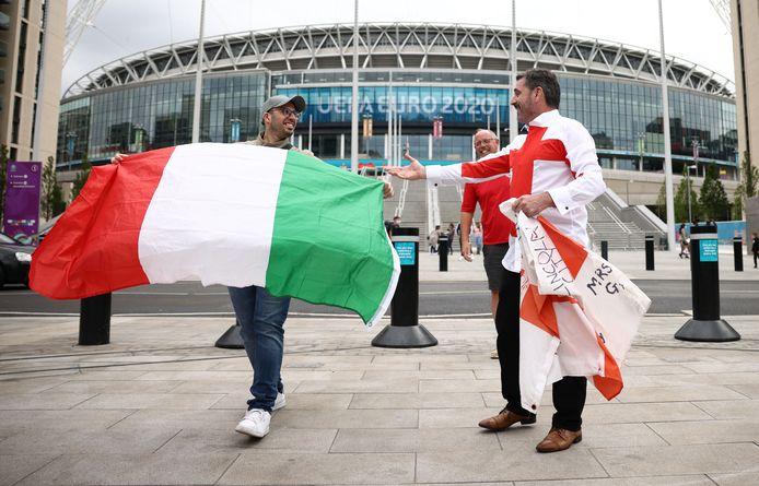 Fans van Italië en Engeland ontmoeten elkaar bij Wembley.