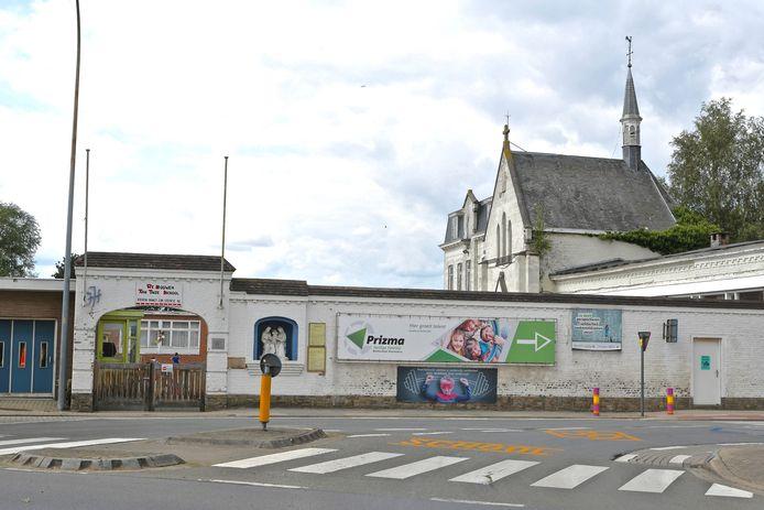 De oude gebouwen van de Heilige Familie in de Bosmolens gaan tegen de vlakte.