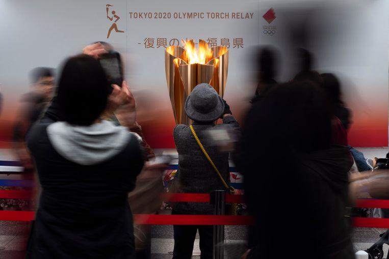 De olympische vlam is in Fukushima, Japan op de dag dat beslist is om de Spelen een jaar uit te stellen.  Beeld AP