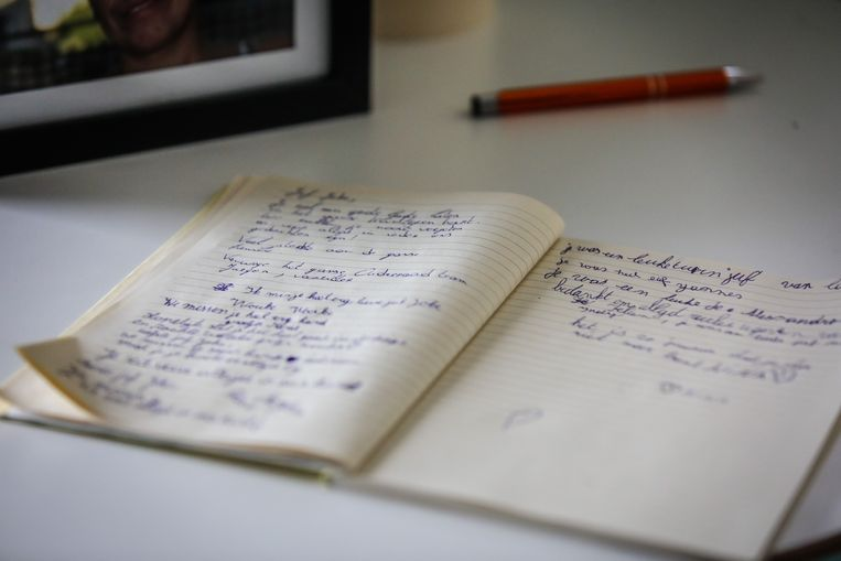 In de herdenkingshoek kunnen leerkrachten en leerlingen een woordje neerpennen.