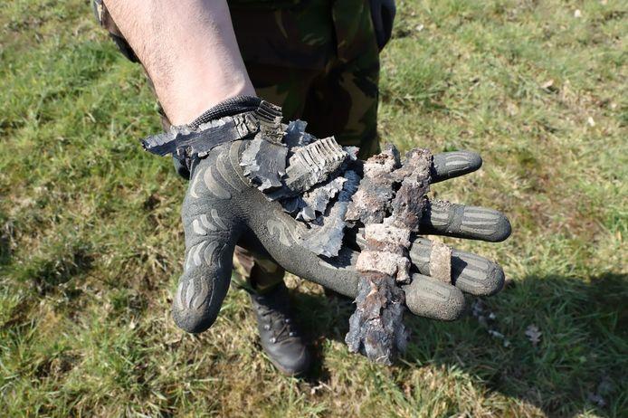 De restanten van de granaat nadat deze onschadelijk werd gemaakt.