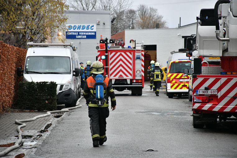 De brandweer kwammet verschillende wagens ter plaatse
