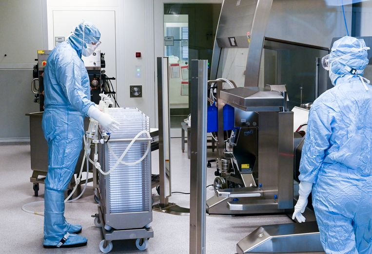 In Duitsland wordt gewerkt aan een vaccin, dat waarschijnlijk in december al kan worden ingezet.  Beeld Hendrik Schmidt/dpa-Zentralbild/