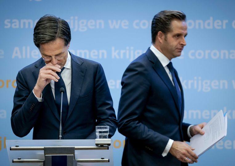 Premier Mark Rutte en minister Hugo de Jonge tijdens een persconferentie. Beeld EPA