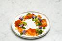 Fijngesneden kabeljauw met paprika, broccoli en bloemkool met groene saus