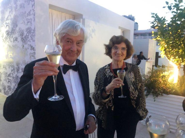 Paul Verhoeven en zijn echtgenote bij de première in Cannes van Benedetta. Beeld Jan Pieter Ekker