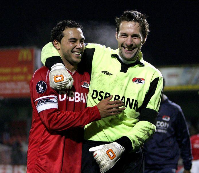 Feest na de zege van AZ op Rangers. Denny Landzaat, maken van het enige doelpunt, was een van de vele spelers in de selectie die van Willem II overstapten naar AZ.