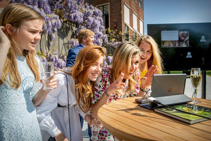 Het koninklijke gezin volgt de livestream mogelijk vanuit huis.