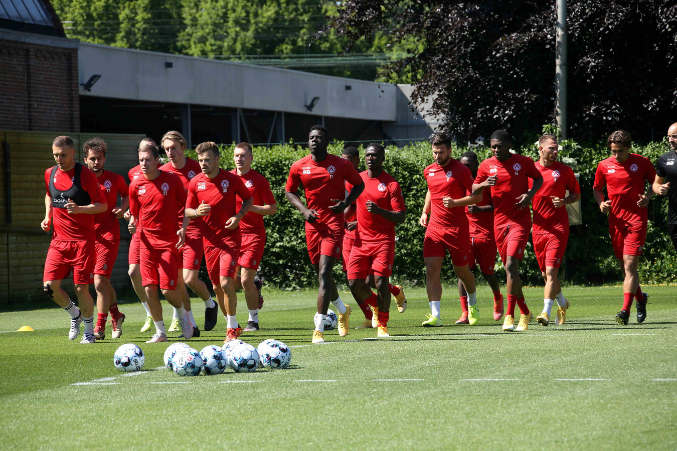 De spelersgroep van KV Kortrijk was allesbehalve voltallig tijdens de eerste training.