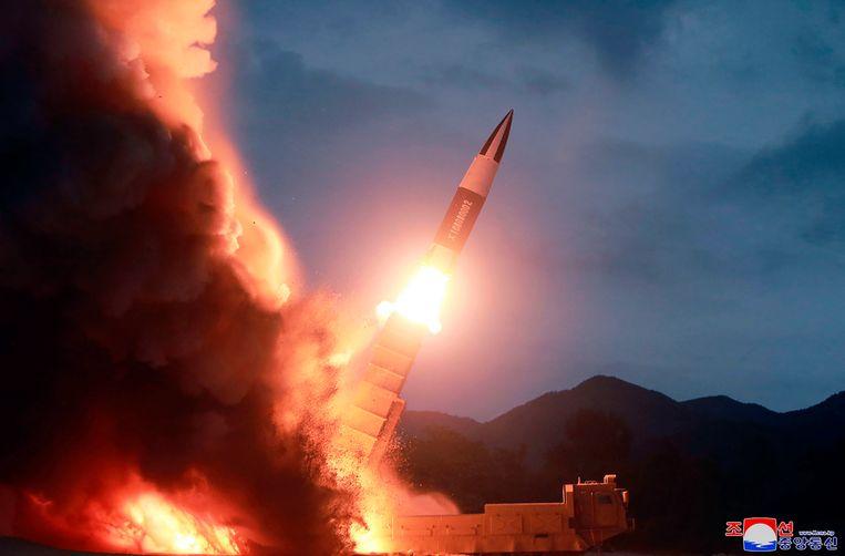 De lancering van een Noord-Koreaanse raket op 10 augustus. Volgens Pyongyang gaat het om een korteafstandsraket.  Beeld AP