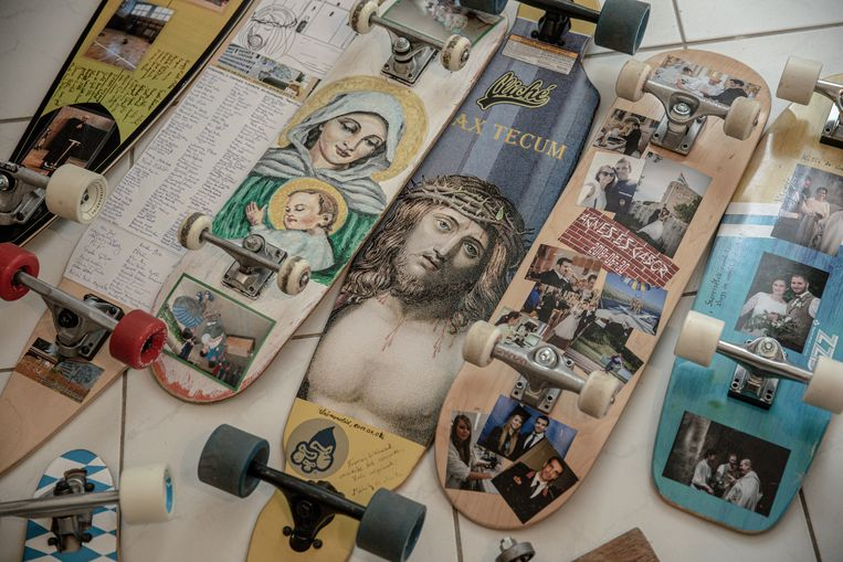 Meer dan 80 skateboards bezit Lendvai  inmiddels.  Beeld AKOS STILLER