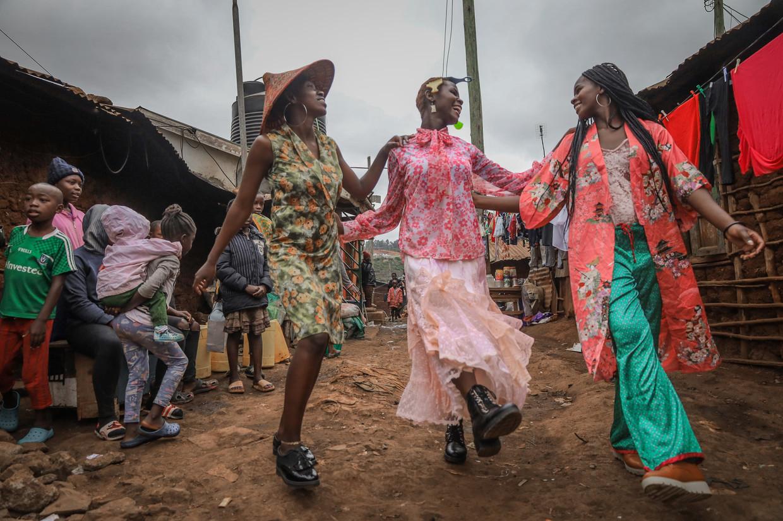 Comfortable pyjama's zijn gewilde items in Nairobi, waar iedereen van mooie kleding droomt. Beeld Hollandse Hoogte / Zuma Press