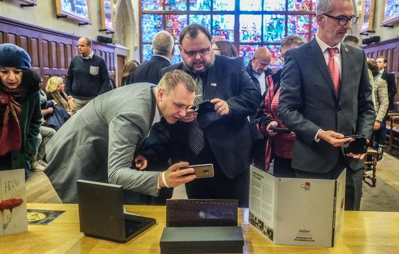Afronding project herdenkingsmunten en overhandiging cheque aan in Flanders Fields Museum