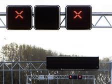 Flinke file op A16 door ongeval met vrachtwagen