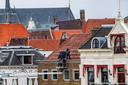 En ook het laatste paneel gaat van het dak van het pand aan de Welle, dat geen monumentenstatus heeft maar wel tot het stadsgezicht behoort.