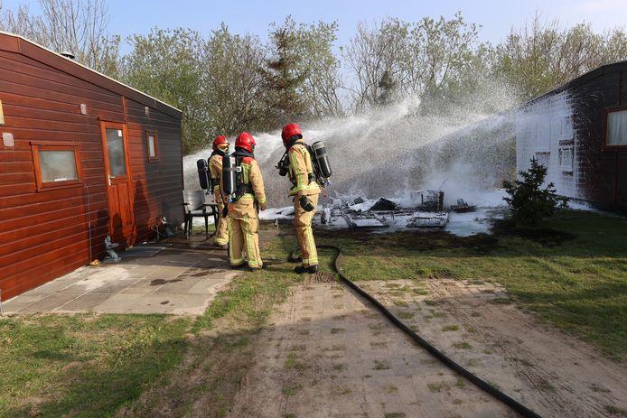 Het schuurtje brandde volledig af.