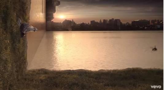 De honingbij in de videoclip