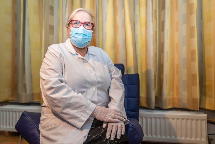 Doktersassistente Marianne Trip is boos over het Corona prikbeleid.