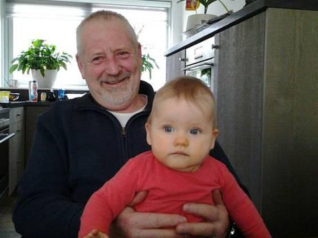 Vrouw bevalt in bus Breda van jongetje, chauffeur en passagiers helpen bij bevalling